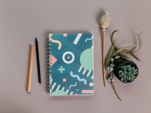 2021 weekly planner MEMPHIS STYLE 80s Design